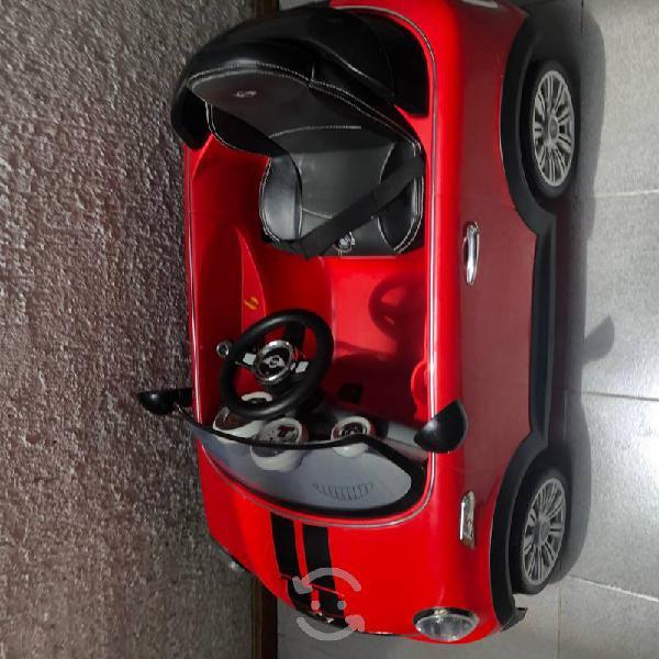 Mini cooper eléctrico, rojo como nuevo