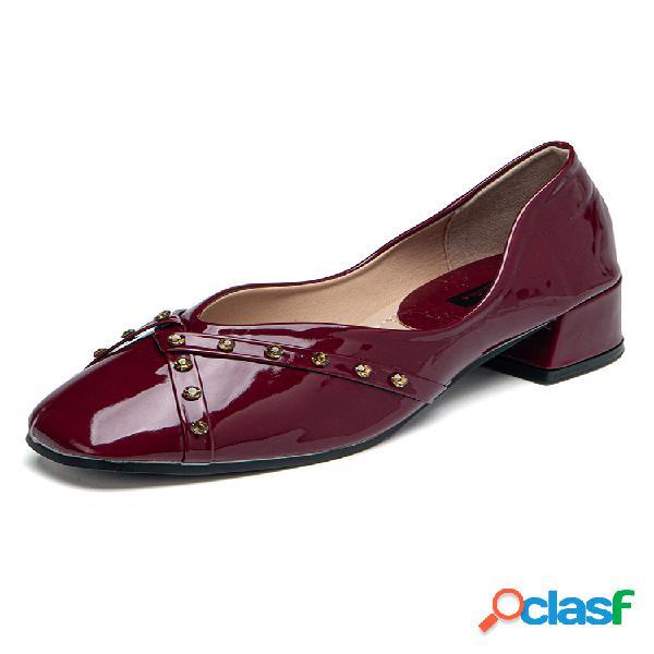 De las mujeres listo para vestir ligero casual slip-on breve remaches zapatos de tacón bajo
