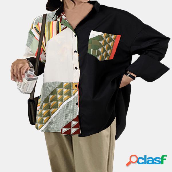 Blusa de retazos con cuello vuelto y manga larga estampada en bloques de color