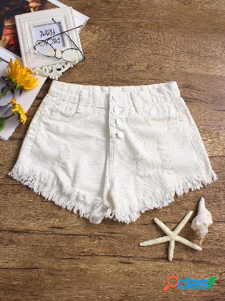Pantalones cortos de mezclilla con detalles rasgados al azar en blanco