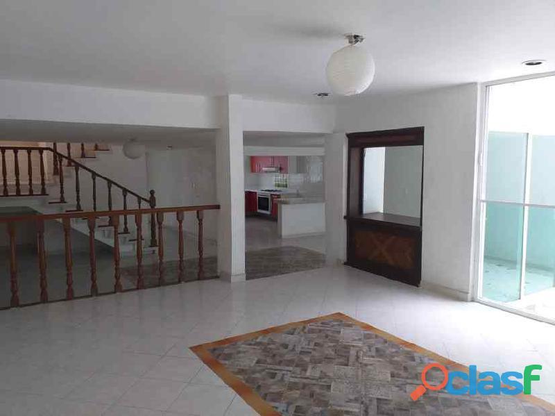 Rento casa muy amplia en Hacienda de Echegaray 1