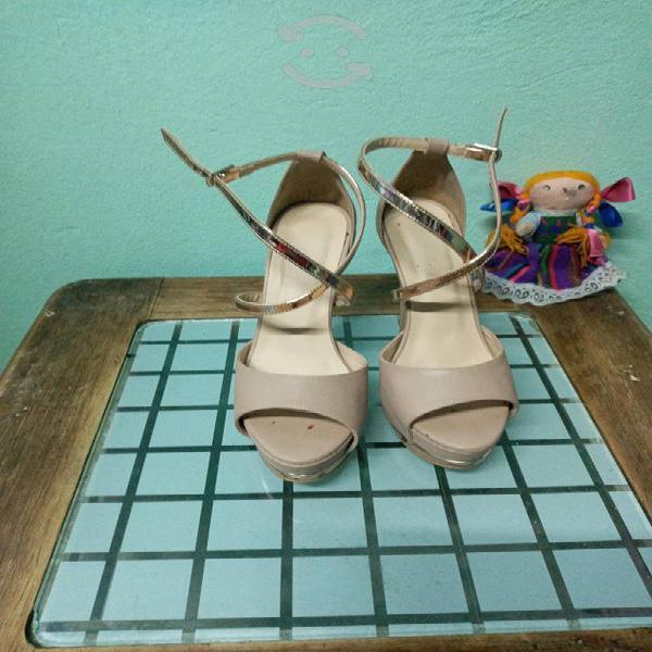 Hermosas sandalias en color beige n.4