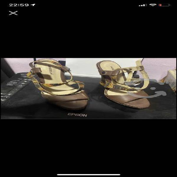 Se venden zapatos de marca shein y andrea