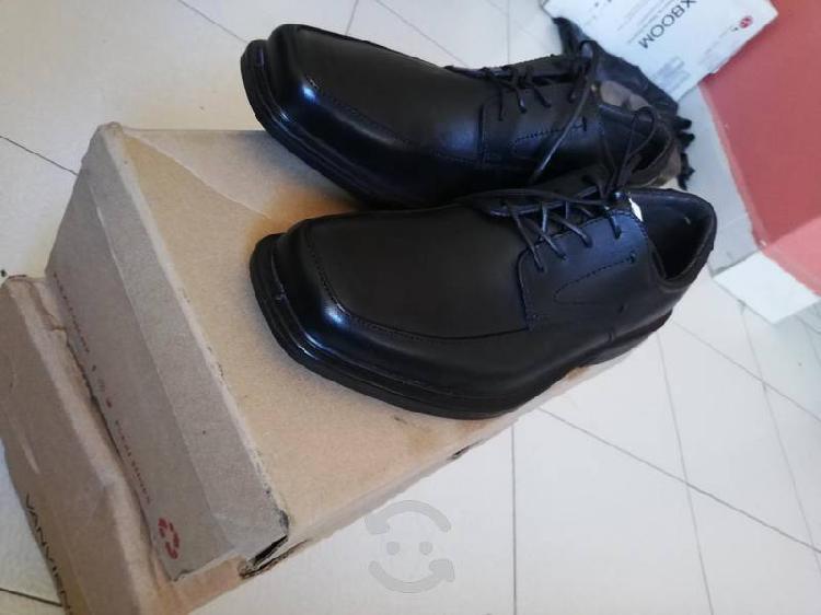Zapatos flexi, piel núm. 27 nuevos.