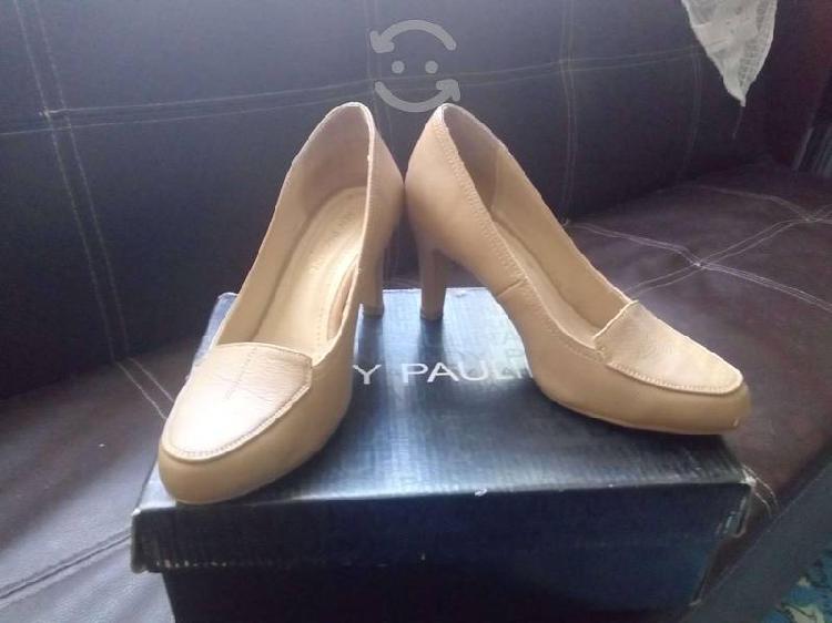 Zapatos de tacón.