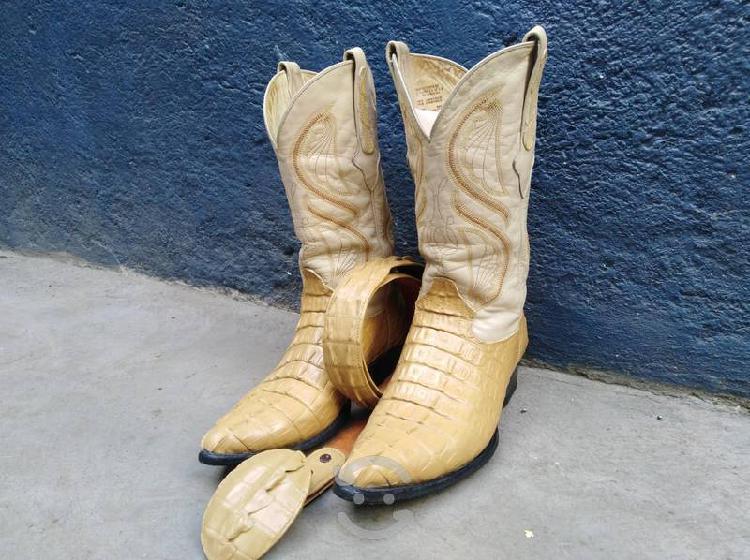 Cinto y botas marca cuadra x el precio publicado