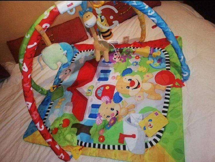 Gimnasio para bebe con accesorios