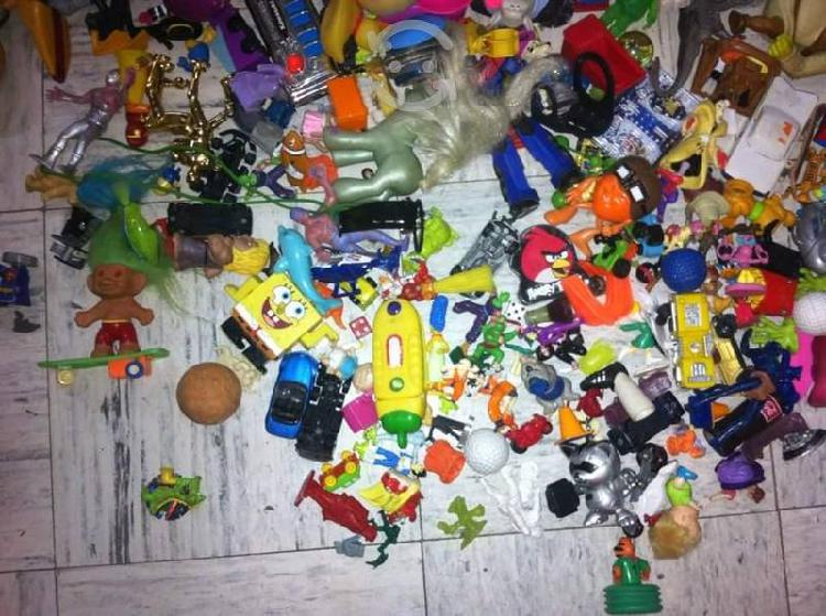 Lote de juguetes varios.