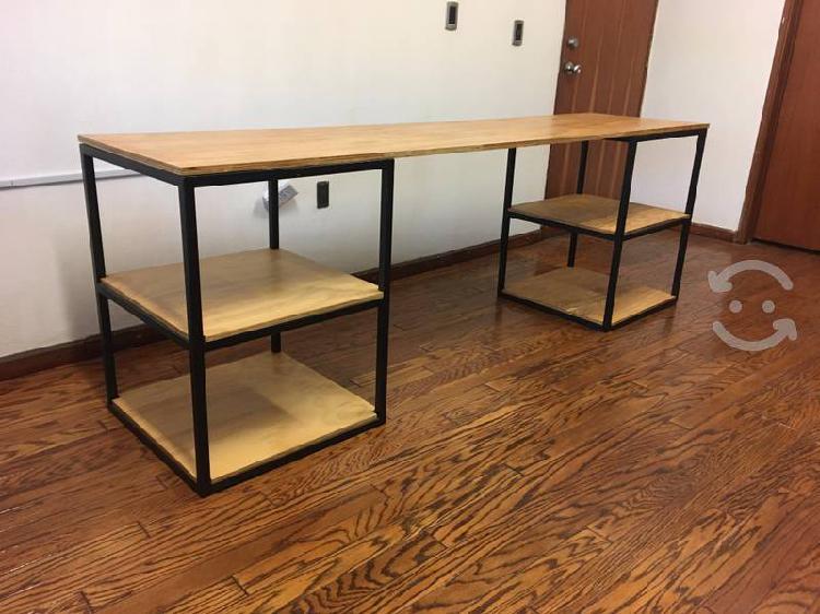 Mesas de trabajo o escritorios de herrería y pino