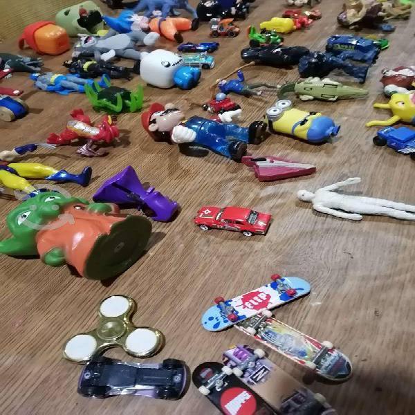 Lote de 77 juguetes