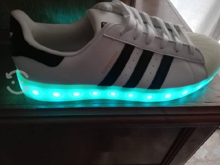 Adidas 81/2 suela multicolor remato