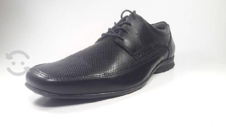 Zapatos de vestir marca flexi.