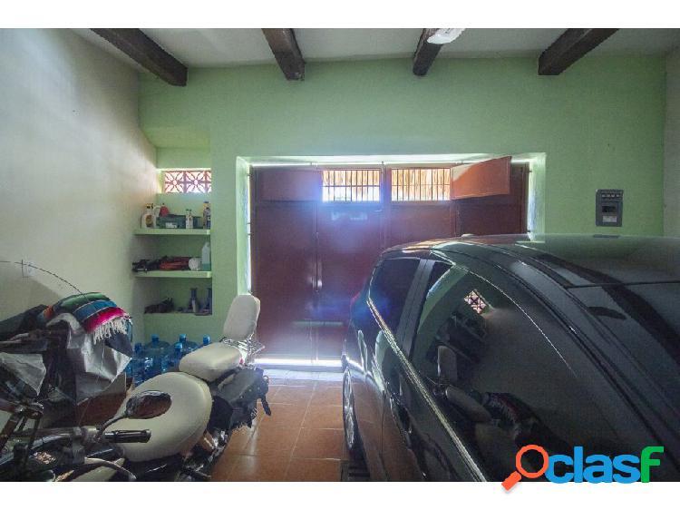Céntrica casa en venta - Barrio San Juan 1