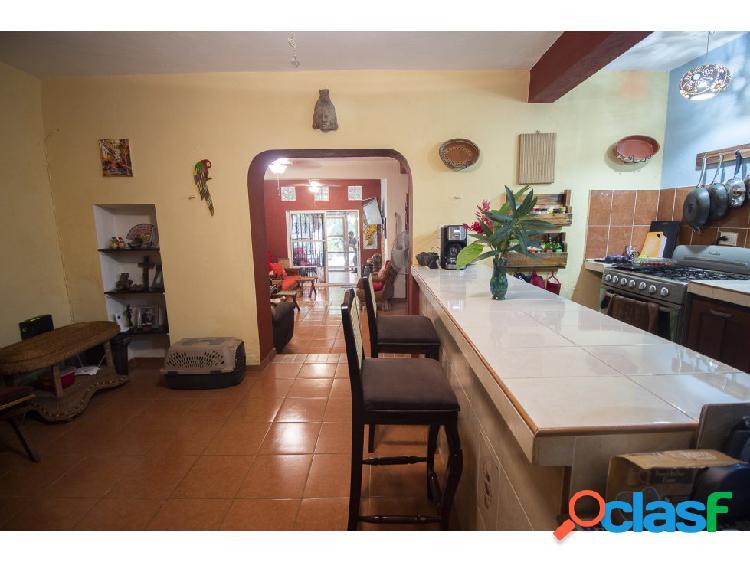 Céntrica casa en venta - Barrio San Juan 2