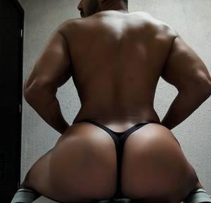 Modelo Moreno Bronceado VIP