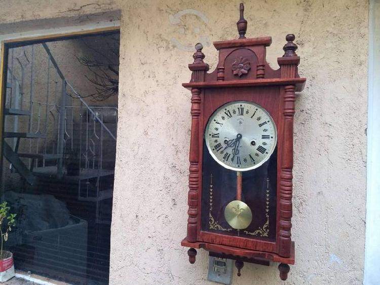 Antiguo reloj mecanico