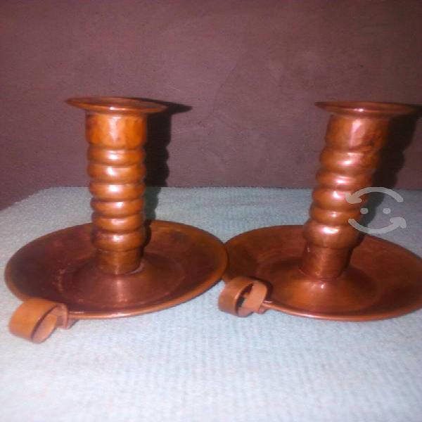 Candelabros de cobre antiguos