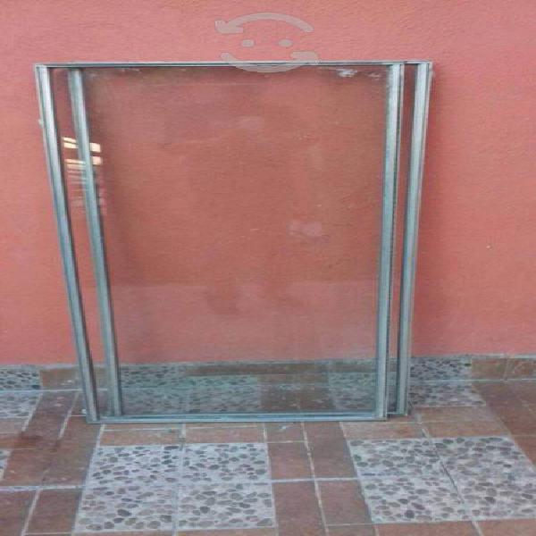 Ventana 2pzs corredizas vidrio grueso $200 c/u