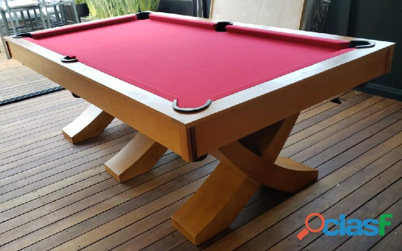 Mesa de pool en madera de banak, patas cruzadas.
