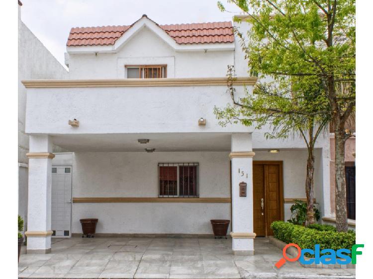 Linda Casa en venta con recámara planta baja Hda. San Rafael Saltillo