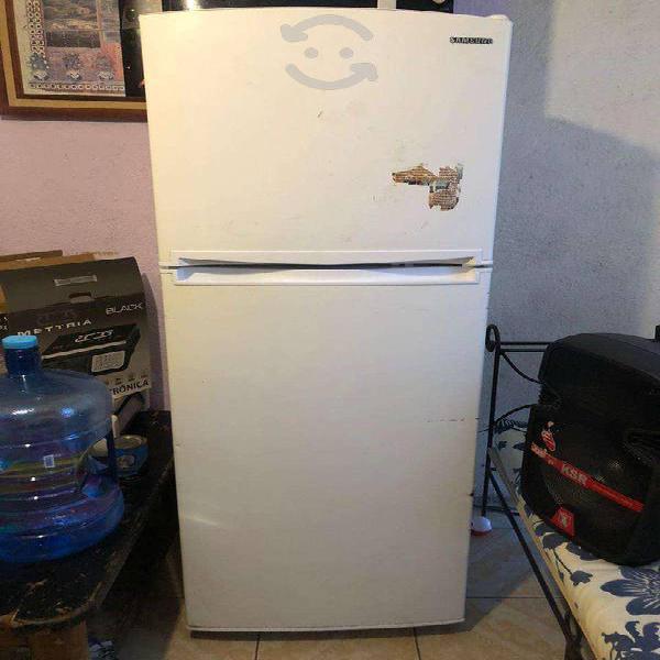 Amplio refrigerador samsumg