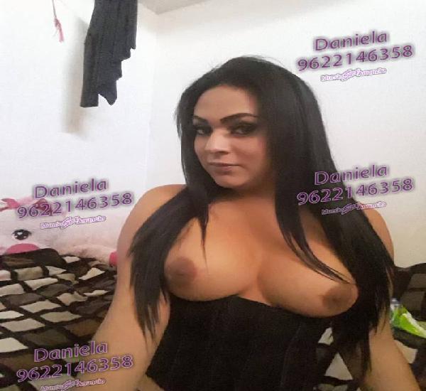 Latina transexual muy caliente y juguetona versátil