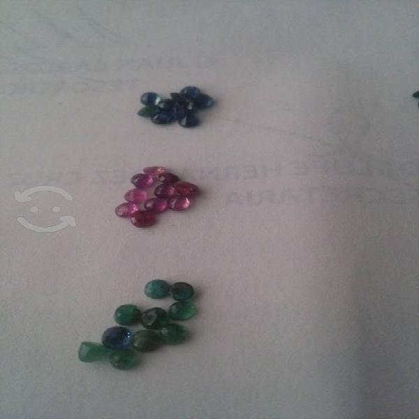 Lote de piedra preciosa rubí esmeralda y zafirosz