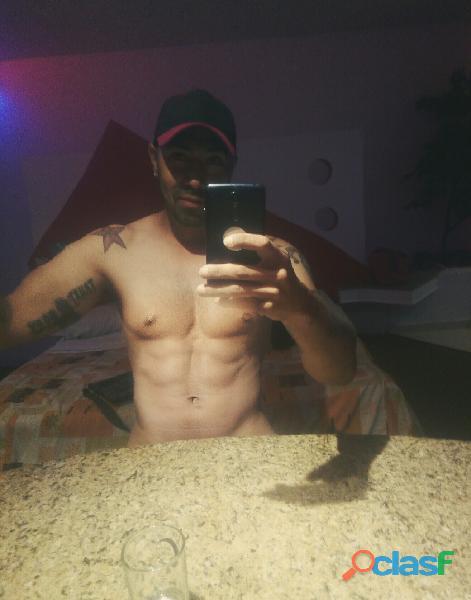 Soy un hombre de 35 años soltero doy sexo gratis a mujeres ellas ponen el lugar