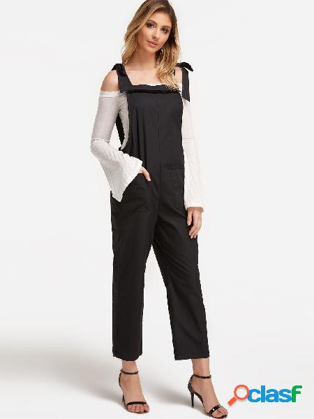 Diseño con cordones negros, trajes cuadrados de cuello redondo con bolsillos laterales
