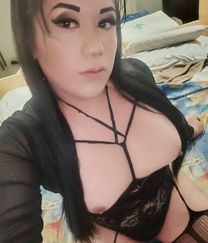 Transexual chichona y caliente