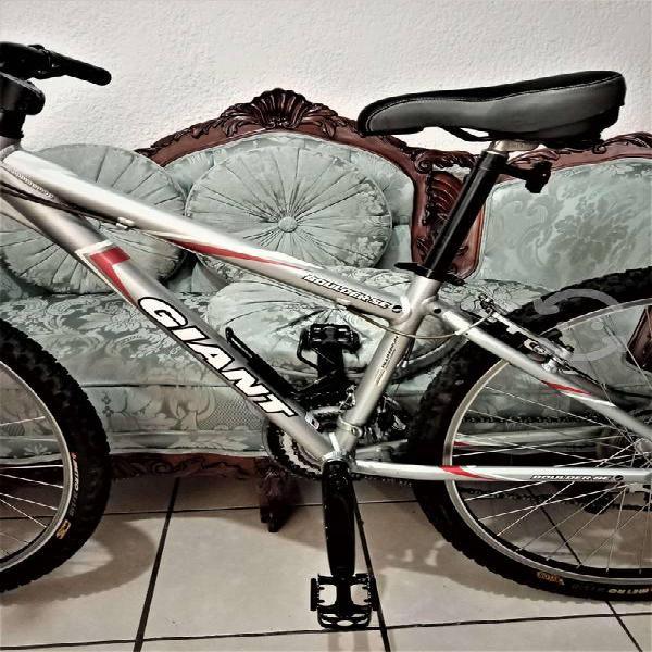 Bicicleta giant 26 seminueva