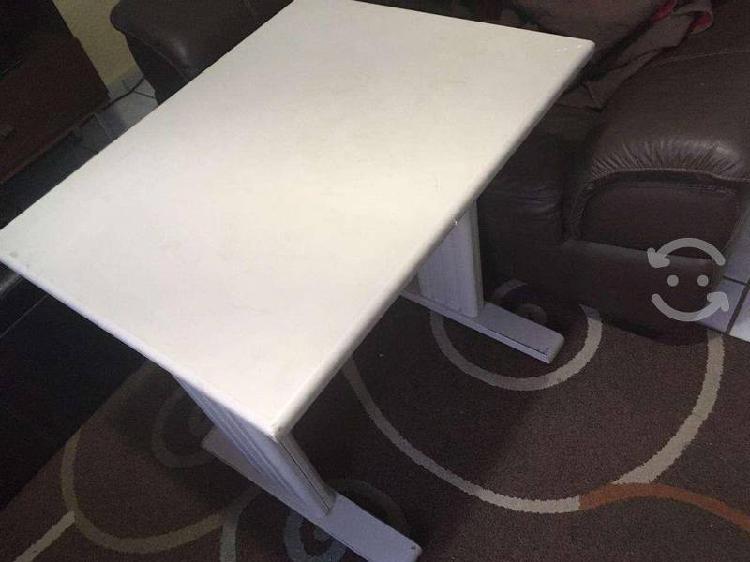 Mesa para trabajo en casa 75x60 robusta