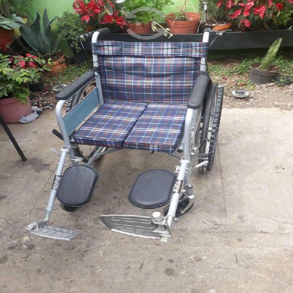 Tres sillas de ruedas usadas, en buen estado.