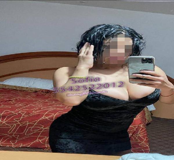 Colombiana con atenciones especiales, sensuales y arrecha.