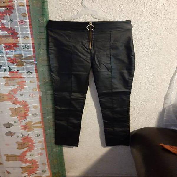 Pantalón sintético nuevo