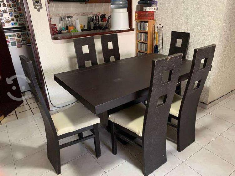 Comedor madera con 6 sillas color chocolate