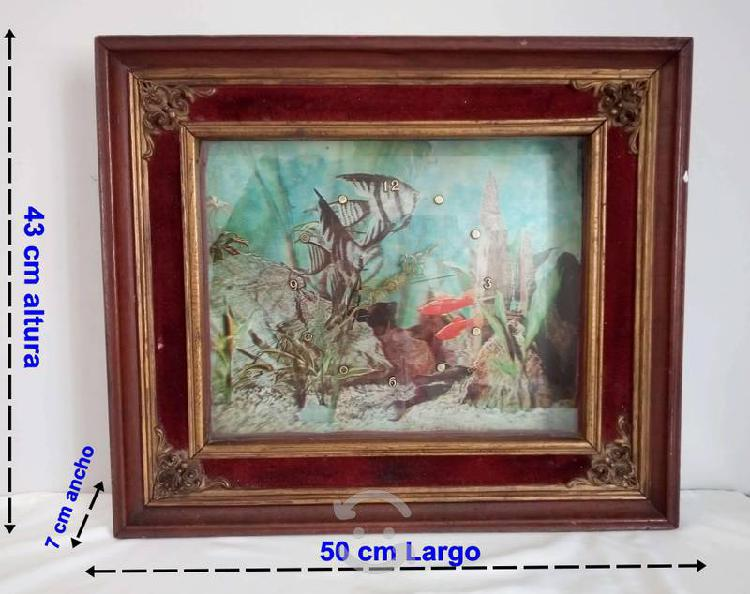 Reloj antiguo 3d fondo del mar marco de madera