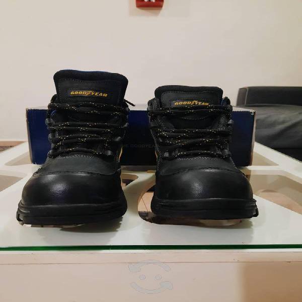 Botas goodyear negras