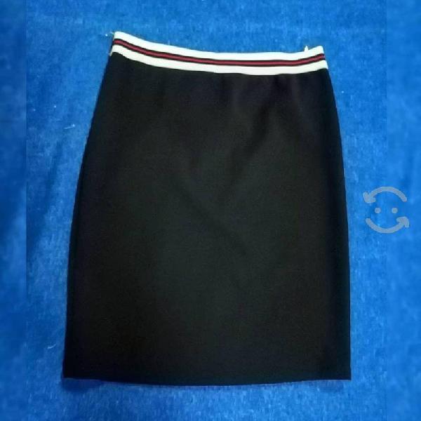 Falda negro corta