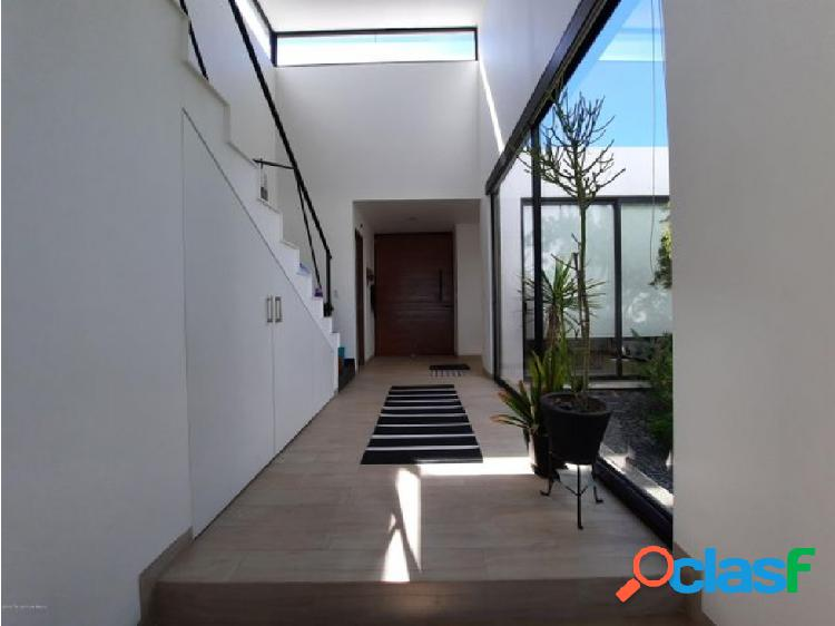 Qh1 casa de 2 recámaras, family room y roof garden en venta en zibatá