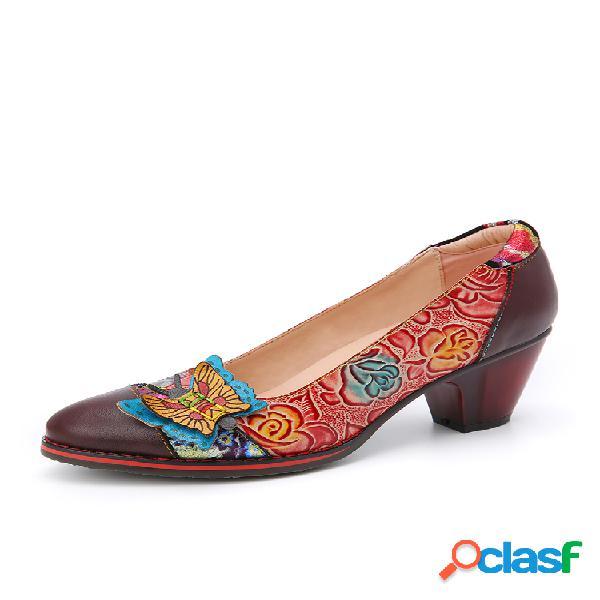 Socofy vendimia zapatos de tacón grueso sin cordones con costura de empalme de cuero floral en relieve de mariposa