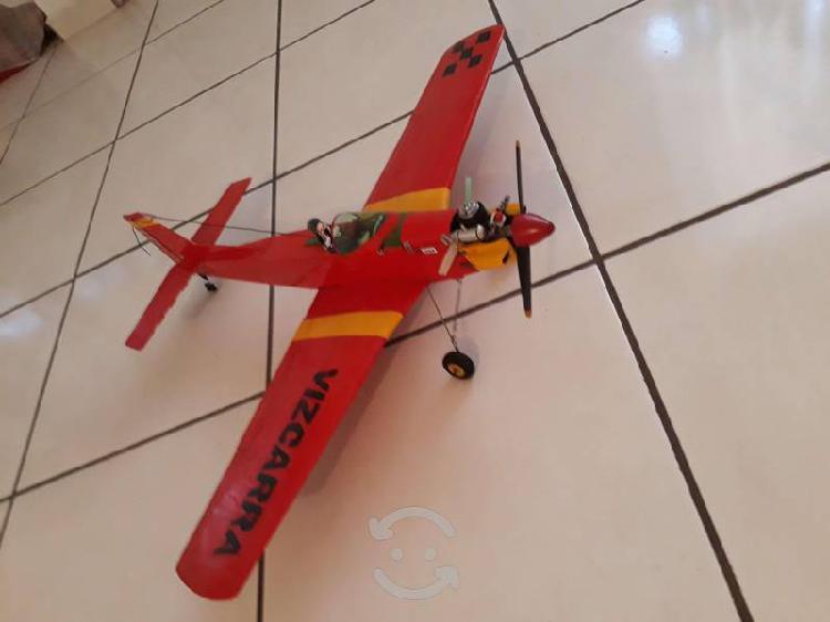Avion de radio control mustang
