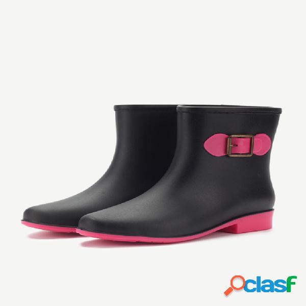 Botas para lluvia impermeables de color en contraste con laz slip on