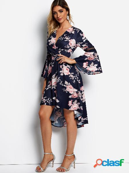 Vestido con mangas de campana de estampado floral al azar con diseño hueco azul marino