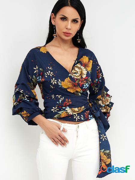 Diseño cruzado azul marino diseño floral al azar estampado de flores con cuello en v manga rizada blusas