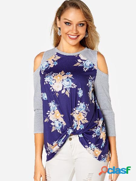 Camiseta con hombros descubiertos en estampado floral al azar en azul marino