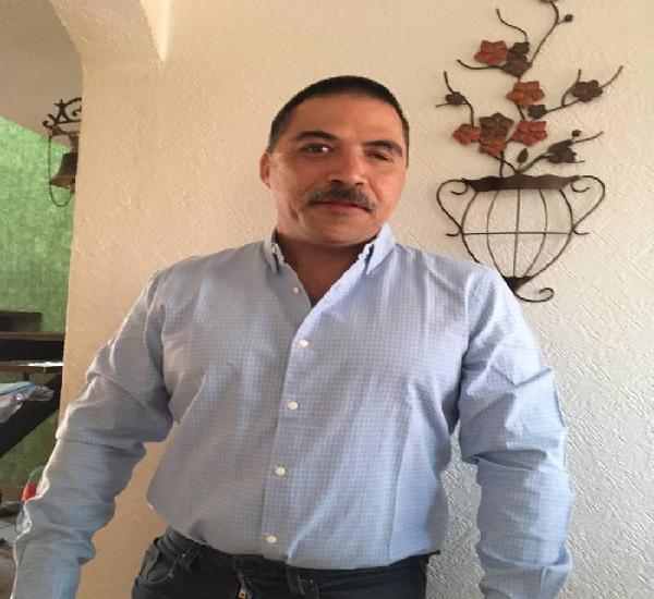 Señor Raul 49 años compañero señorita 40 años de busto