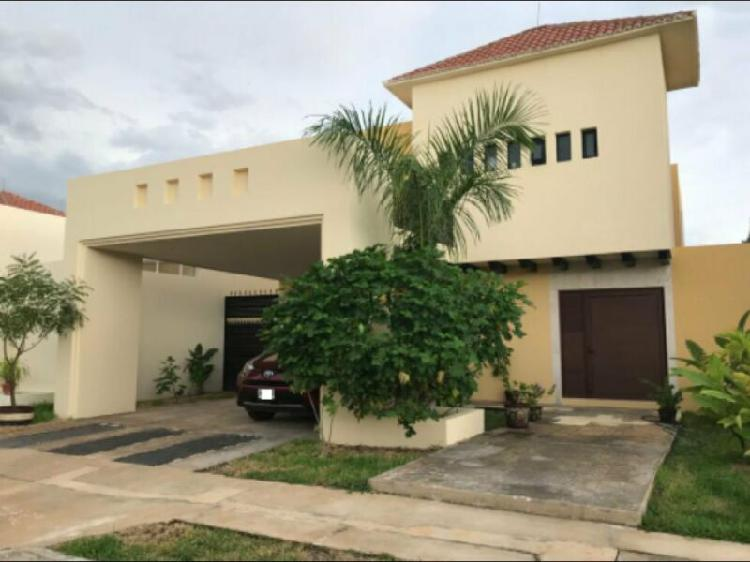 Se vende casa en Privada Santa Cruz, Residencial Conkal,