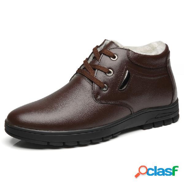 Los hombres se mantienen cálidos, con forro de felpa y con cordones en el tobillo de cuero informal botas