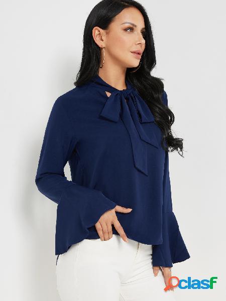 Blusa de gasa con mangas campana con diseño de lazo de color azul marino